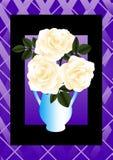 O creme levantou-se em um vaso azul Fotos de Stock Royalty Free