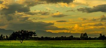 O crepúsculo da vista com por do sol Fotografia de Stock