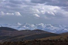 O crepúsculo das montanhas nevado em Tibet Imagem de Stock Royalty Free