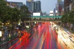 O crepúsculo e a luz arrastam em Banguecoque, em julho de 2017 Imagens de Stock Royalty Free
