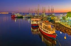 O crepúsculo no porto de Eilat Imagem de Stock Royalty Free
