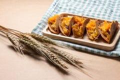 O crepe do estilo tailandês ou Kanom friável Buang Boran são um tipo da sobremesa tailandesa tradicional Fotografia de Stock