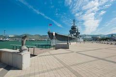 O cruzador - museu da marinha da URSS Mikhail Kutuzov Suportes na terraplenagem principal de Novorossiysk Região de Krasnodar fotos de stock