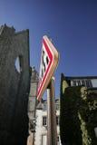 O cruzamento de pedestre projetou o roadsign Fotografia de Stock Royalty Free