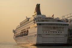O cruzeiro no porto imagens de stock royalty free