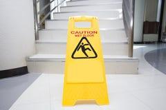O cuidado de limpeza do progresso assina dentro o escritório Imagens de Stock