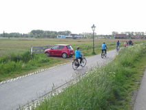 O cuidado e a bicicleta no wonderfull da mistura e da matemática da estrada Foto de Stock