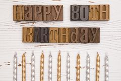 80.o cumpleaños feliz deletreado en el tipo sistema Fotos de archivo libres de regalías