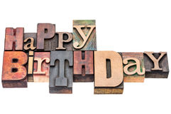 O cumprimento do feliz aniversario assina dentro o tipo de madeira Imagem de Stock
