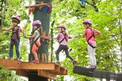 O curso de obstáculo no parque da aventura foto de stock royalty free