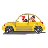 O curso feliz da família em um carro a família sai da cidade por um tempo do turismo e das férias das férias de verão do curso do Imagens de Stock