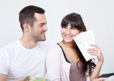 O curso novo da compra dos pares tickets em linha foto de stock royalty free