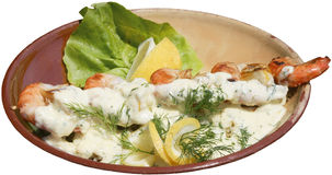O cuspe do camarão serviu com molho e os legumes frescos Imagens de Stock