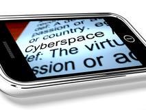 O Cyberspace no telemóvel mostra a conexão a internet imagens de stock royalty free