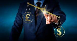 O dólar está excedendo a libra esterlina britânica Fotografia de Stock Royalty Free