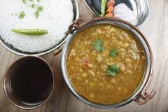 O dal misturado é uma combinação de lentilhas e de especiarias frescas Fotos de Stock Royalty Free