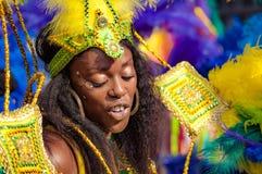 O dançarino da rua está tendo o divertimento no carnaval de London's Notting Hill Imagem de Stock Royalty Free