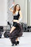 O dançarino de barriga executa Foto de Stock