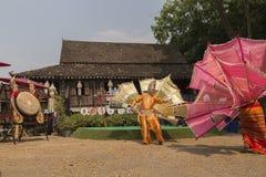 O dançarino executa a dança tailandesa tradicional Foto de Stock Royalty Free