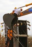 O dançarino francês Philippe Priasso executa com a máquina escavadora Foto de Stock
