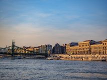 O Danube River em Hungria é o rio o mais longo na União Europeia imagens de stock