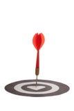 O dardo vermelho bateu o whang do alvo no coração Imagens de Stock Royalty Free