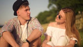 o Datera förälskelse, lyckligt som är smlile, lought som talar Par