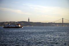 25o de April Bridge no por do sol em Lisboa, Portugal Imagens de Stock