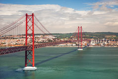 25o de April Suspension Bridge em Lisboa, Portugal, Eutope Foto de Stock