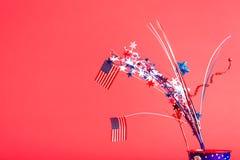 4o de decorações e de bandeiras americanas de julho Fotos de Stock Royalty Free