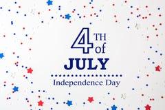 4o de decorações de julho em um fundo branco Foto de Stock