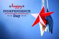 4o de decorações de julho no fundo azul Imagem de Stock Royalty Free