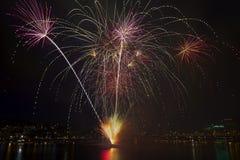4o de fogos-de-artifício de julho da barca Portland Oregon 2013 Foto de Stock