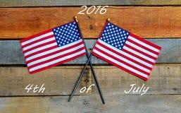 4o de julho de 2016, bandeira americana na madeira da pálete Fotografia de Stock Royalty Free