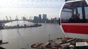 O2 de Londres o Domo do Milênio do carro do cabke Fotografia de Stock Royalty Free