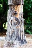 O ` de Yurabirong foi feito no tronco de Forest Red Gum idoso foi cinzelado por artistas aborígenes fotos de stock