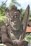 O demônio tradicional guarda a estátua na ilha de Bali Religião Imagens de Stock