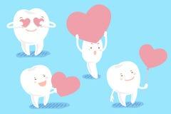 O dente dos desenhos animados toma o coração vermelho Fotografia de Stock Royalty Free