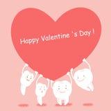 O dente dos desenhos animados toma o coração vermelho Imagem de Stock