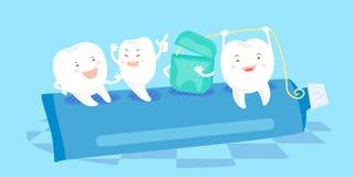 O dente senta-se no dentífrico Fotografia de Stock Royalty Free
