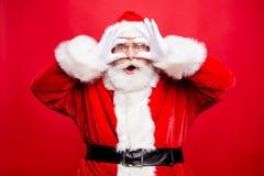 O desejo vem verdadeiro! Admiração Santa envelhecida à moda na luva do traje fotos de stock royalty free