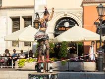 O desempenho da mostra do happy hour executou pelo duo Looky de Israel na 31th rua - festival internacional de teatros da rua mim Fotos de Stock Royalty Free