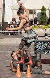 O desempenho da mostra do happy hour executou pelo duo Looky de Israel na 31th rua - festival internacional de teatros da rua mim Foto de Stock