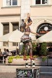 O desempenho da mostra do happy hour executou pelo duo Looky de Israel na 31th rua - festival internacional de teatros da rua mim Fotografia de Stock