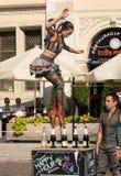O desempenho da mostra do happy hour executou pelo duo Looky de Israel na 31th rua - festival internacional de teatros da rua mim Imagens de Stock