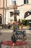 O desempenho da mostra do happy hour executou pelo duo Looky de Israel na 31th rua - festival internacional de teatros da rua mim Imagem de Stock