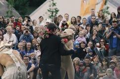 O desempenho das bonecas de vagueamento do ` do teatro do ` do senhor Pezho Fotos de Stock Royalty Free