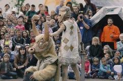 O desempenho das bonecas de vagueamento do ` do teatro do ` do senhor Pezho Fotografia de Stock Royalty Free
