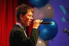 O desempenho do coro vocal no palácio da cultura Fotos de Stock Royalty Free