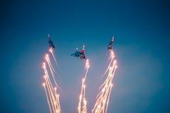 O desempenho dos aviões do russo Knights foto de stock royalty free